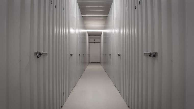 Access control: enabling secure and flexible self-storage